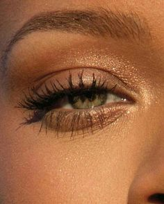 13 Sexy Eye Makeup Looks You Can Do in 5 Minutes Flat Eye Makeup 5 minute eye makeup Make Up Black, No Make Up Make Up Look, Make Up Geek, Eye Make Up, Natural Make Up Looks, Sexy Eye Makeup, Cute Makeup, Makeup Eyeshadow, Too Faced Eyeshadow