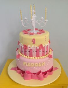 Sweet yellow and pink girly cake by Taarten van Guusje   www.taartenvanguusje.nl