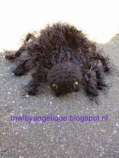 made with love Crochet Fall, Halloween Crochet, Knit Crochet, Crochet Animals, Crochet Toys, Free Crochet, American Animals, Crochet Butterfly, Cute Little Things