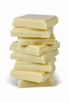 A ganache, que é uma combinação de creme de leite com chocolate, é perfeita para decorar cupcakes. Tem uma textura excelente e é deliciosa.   Pode ser feita com chocolate ao leite com teor de cacau de 35%...    Chocolate meio amargo com teor de cacau por volta de 50%  Ou ainda chocolate branco com teor de cacau de 35%. O importante é que se utilize o melhor chocolate possível pois é o principal ingrediente desta receita. Use sempre chocolate mesmo e não cobertura fracionada.    U...