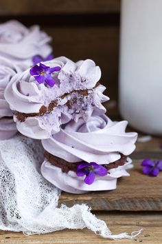 Violet meringue with chocolate ganache