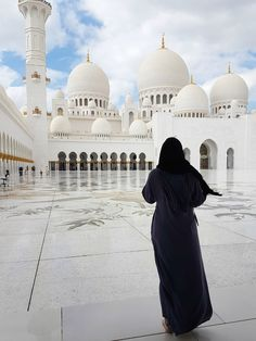 Luxury in 24 Hours: Abu Dhabi, United Arab Emirates. Luxury in 24 Hours: Abu Dhabi, United Arab Emirates. Islamic Images, Islamic Pictures, Muslim Girls, Muslim Couples, Abu Dhabi, Mosque Architecture, Islam Women, Muslim Beauty, Islamic Girl