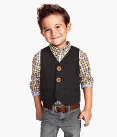Vests feel like warm hugs on a cold day. And who wouldn't want to hug this little guy? Great outfit at a great price from #H&M #RetroKids