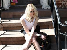 Taylor Momsen Gossip Girl Chuck, Gossip Girls, Respect People, Ed Westwick, Gossip Girl Fashion, Chuck Blair, Austin Butler, Chace Crawford, Matthew Espinosa