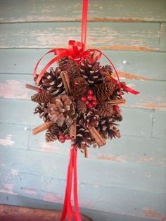 Pinecone and Spice Kissing ball, add greens .Hang on porch Christmas Baubles To Make, Christmas Pine Cones, Christmas Balls, Christmas Time, Pine Cone Decorations, Christmas Decorations, Holiday Decorating, Decorating Ideas, Christmas In England