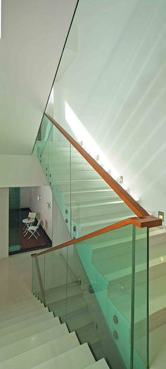 Gut STAIR White Houses, Minimalism, Stairs, White Homes, Staircases, Ladder,  Stairway