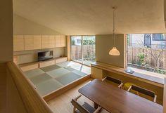 中二階のFlathouse家族でつながる平屋の暮らし天井が高く、開放的な平屋。中二階の子ども室は、ダイニング・キッチンとつながり家族の日常的なつながりを生...