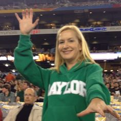 Angela Kinsey (The Office) says #SicEm! (click through for video) // #Baylor University Class of 1993