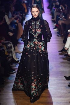 Elie Saab Fall 2018 Ready-to-Wear Fashion Show Collection