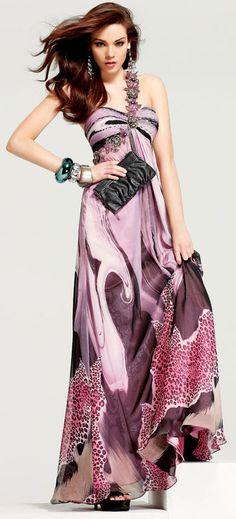 Vestido de fiesta en chifon estampado y decorado con canutillos con motivo floral. Hermoso vestido apra fiesta de playa o de crucero.