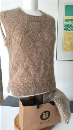 Knit Vest Pattern, Creative Textiles, Knitting Wool, Diy Crochet, Knitting Projects, Sweaters, Clothes, Women, Crafts