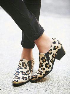 Must...botas super cortas! #Enjoy #tendencia #blanco #amarillo #geometric #black