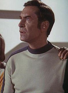 Comandante John Koenig. (Martin Landau)  ~Space 1999