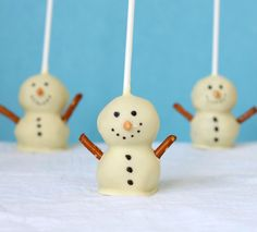 Snowmen Cake Pops by kitchenadventures #Cake_Pops #Snowman