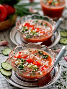 gazpacho-andaluzyjskie-chlodnik-pomidorowy Gazpacho, Calzone, I Foods, Recipies, Curry, Good Food, Food And Drink, Healthy Recipes, Cooking