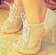 Gorgeous shoes!! I can't stand how beautiful these would look with jeans!