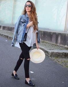 A Jaqueta jeans é uma das peça-chave no nosso guarda-roupa. As jaquetas oversized (aquelas maiores que parecem do seu namorado kkk) estão em alta, mas os modelos mais ajustados ao corpo valorizam a silhueta, deixando o resultado mais feminino e harmonioso. Por serem mais despojadas e curtas se comparadas a um blazer, ela é uma …