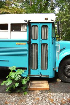 Blue Bird School Bus is a Cute Couple's Cozy Home House Tour: A Cute Home in a Small Blue School Bus Airstream, Tour Bus, Home Design, School Bus House, School Buses, Converted Bus, Bus Living, Tiny Living, Studio Living