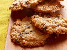 Chewy Oatmeal-Raisin Cookies Recipe -- Don& skip dessert if you& on a heart-healthy diet, just choose wisely. Reach for one of these chewy cookies, packed with oatmeal and low in saturated fat. Oatmeal Cookie Recipes, Oatmeal Raisin Cookies, Heart Healthy Desserts, Healthy Recipes, Healthier Desserts, Healthy Heart, Healthy Cookies, Simple Recipes, Yummy Cookies