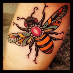 Beautiful Bee Tattoo Idea – Beautiful Bee Tattoo Idea – Large Beautiful … - Gave Ideer Bumble Bee Tattoo, Honey Bee Tattoo, Diy Tattoo, Tattoo Art, Wasp Tattoo, Time Tattoos, Body Art Tattoos, Tatoos, Leo Tattoos