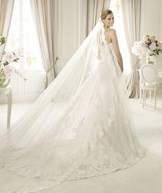 Pronovias te presenta el vestido de novia Petunia, Costura 2013. | Pronovias
