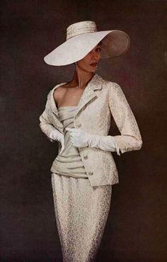 1955 Dior. Alta costura. Elegante vestido.