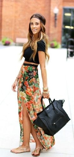 Flower pattern skirt and black shirt and bag. We love this combination! #Seventies #Fashion #Trend