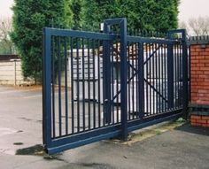 motorized-sliding-gate Diy Backyard Fence, Main Gate Design, Sliding Gate, Grades, Driveway Gate, Self Storage, Iron Gates, Yard Art, Metal Working