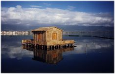 http://upload.wikimedia.org/wikipedia/commons/0/0a/Traditional_Messolongi_stilt_house.jpg