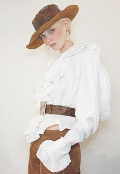 wink-smile-pout: Abbey Lee Kershaw Backstage at Ralph Lauren Spring 2011 Cowgirl Chic, Western Chic, Cowgirl Style, Timeless Fashion, Love Fashion, Womens Fashion, Fashion Design, Ralph Lauren Style, Look Chic