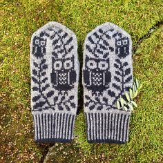 These mittens feature owls and olive trees - symbols of the goddess Athena.