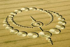 "Les 18 plus beaux agroglyphes ou ""crop circle"" de 2012 en images"