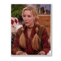 Όχι απλά κοτσιδάκια: Σα να μην έφτανε το ότι τα κοτσιδάκια δεν αρμόζουν σε ενήλικες η Phoebe τα τόνισε με μερικά ακόμα λαστιχάκια. Αν υπάρχει ένας χαρακτήρας που μπορεί να τα υποστηρίξει όμως είναι αυτή.