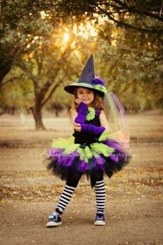 Halloween ~ Idea: Little girl witch costume Little Girl Witch Costume, Toddler Witch Costumes, Little Girl Halloween Costumes, Cute Costumes, Halloween Kids, Witch Tutu, Maquillage Halloween, Halloween Disfraces, Creations