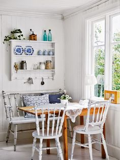 Tour this bright Swedish cottage: the all white interior is anything but boring Cozy Kitchen, Kitchen Decor, Kitchen Dining, Romantic Kitchen, Kitchen Corner, Scandinavian Kitchen, Scandinavian Interior, Rustic Kitchen, Country Kitchen