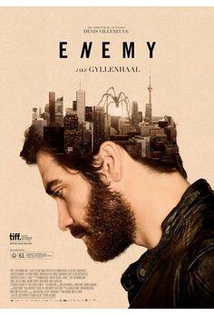 """Adam (Gyllenhaal) es un afable profesor de historia que lleva una vida bastante monótona. Un día, viendo una película, descubre a un actor que es idéntico a él. Obsesionado con la idea de tener un doble, la búsqueda de ese hombre tendrá para él consecuencias inesperadas... Libre adaptación de la novela """"El hombre duplicado"""", de José Saramago."""