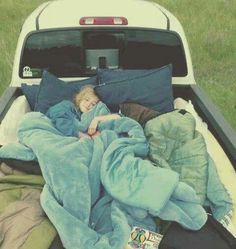 fill a truck bed full of pillows and blankets and drive to the middle of nowhere to go stargazing. I think that would be the best combination of many of my bucket list pins Just In Case, Just For You, Let It Be, Way Of Life, The Life, Do It Yourself Inspiration, Life Inspiration, Youre My Person, My Sun And Stars