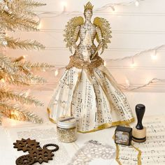 Combining different mixed media and paper crafting products you can make an awesome steampunk themed angel topper for your Christmas tree this year. Christmas Tree Tops, Angel Christmas Tree Topper, Christmas Angels, Christmas Tree Decorations, Christmas Crafts, Christmas Ideas, Christmas Paper, Christmas 2017, Christmas Ornaments
