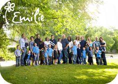Improve Photo By Emilie: Family Portrait Outfiting Large Family Photography, Large Family Portraits, Large Family Poses, Family Picture Poses, Family Picture Outfits, Family Photo Sessions, Family Posing, Photography Ideas, Large Families