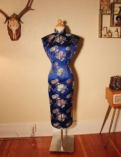 STUNNING 1950's Royal Blue Silk Brocade von butchwaxvintage auf Etsy