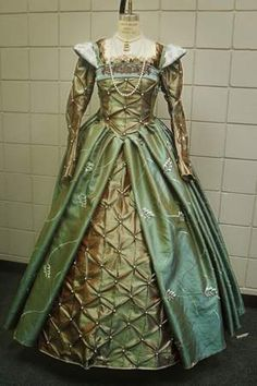Reproduction Anne Boleyn gown