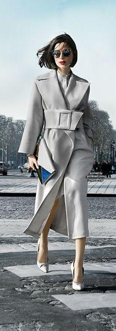 Street style | Grey trench coat