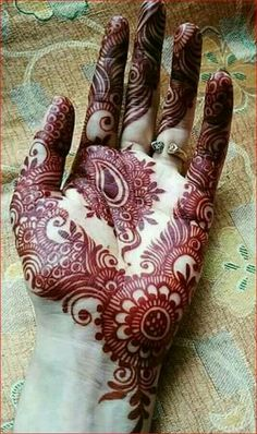 Not all mehndi designs should be unpredictable and intricate. Indeed, even simple mehndi designs can look extremely beautiful on hands. Henna Hand Designs, Mehndi Designs Finger, Mehndi Designs Book, Mehndi Designs For Girls, Mehndi Designs 2018, Mehndi Designs For Beginners, Modern Mehndi Designs, Mehndi Design Pictures, Henna Tattoo Designs