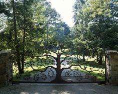 Tree gate; B Five Studio