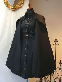 Simple and modern tips and tricks: How to wear costume jewelery ornaments - cosplay - Gothic Old Fashion Dresses, Fashion Outfits, Mode Lolita, Character Outfits, Lolita Dress, Mode Outfits, Costume Design, Aesthetic Clothes, Pretty Dresses