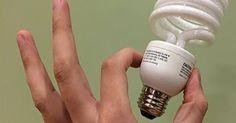 Dans un effort pour économiser de l'énergie et de l'argent, beaucoup de gens ont commencé à remplacer leurs vieilles ampoules standard par des ampoules à économie d'énergie. Mais saviez-vous que ces nouvelles ampoules sont si toxiques que l'Agence de la Protection de l'Environnement a créé un protocole d'urgence pour le cas où vous en casseriez …