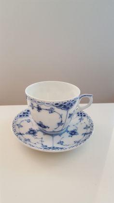 1 stk Royal Copenhagen Halvblonde Kaffekopp selges! Nesten ikke brukt. I perfekt stand. Nypris 850 kr