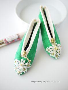 #ハンドメイド #パンプス形印鑑ケース #シューズ形ポーチ #tamakiyui #田巻由衣 Crochet Pencil Case, Animal Bag, Diy Bags Purses, Pouch Tutorial, Pencil Bags, How To Make Handbags, Kids Bags, Sewing For Kids, Sewing Projects