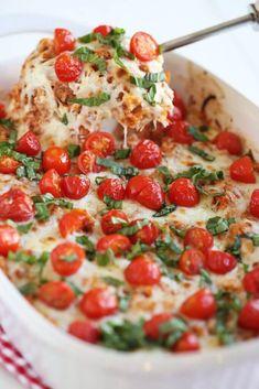 Cheesy Caprese Chicken & Quinoa Casserole Eat Yourself Skinny Dinner Casserole Recipes, Healthy Casserole Recipes, Healthy Recipes, Dinner Recipes, Rice Casserole, Spinach Casserole, Hamburger Casserole, Healthy Habits, Keto Recipes
