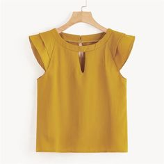 Short Frocks, Yellow Clothes, Modelos Fashion, Kids Frocks Design, Frock Design, Couture Tops, Short Tops, Saree Blouse Designs, Blouses For Women
